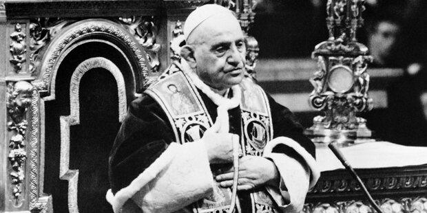 Hitze deformierte Hände von Papst