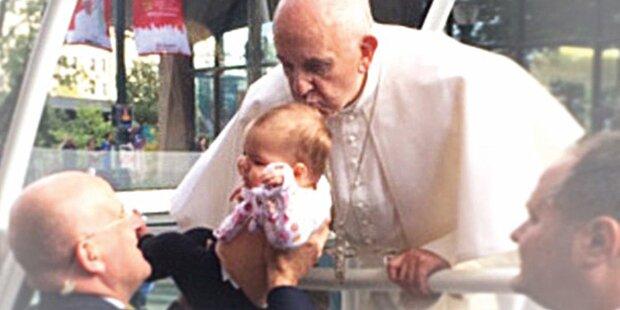 Tumor nach Kuss vom Papst weg
