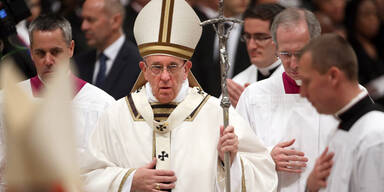 Papst ermahnt Gläubige in Christmette