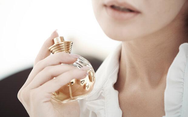 Auf dieser Körperstelle hält Parfum am besten