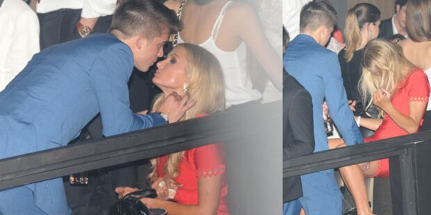 Paris Hilton liefert sich Knutschorgie in Cannes