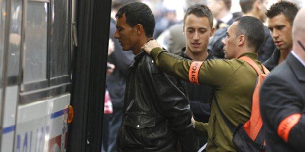Pariser Polizei nimmt 150 Flüchtlinge fest