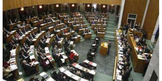 Opposition kritisiert Budget