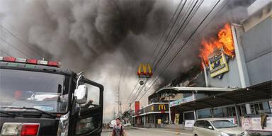 37 Leichen nach Brand in Einkaufszentrum