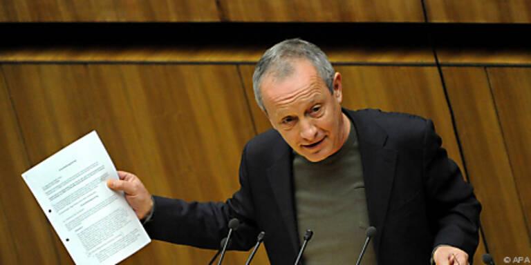 Pilz wettert gegen Regierungsbeschluss              .