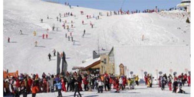 Zahlreiche Unfälle mit Fahrerflucht in Skigebieten