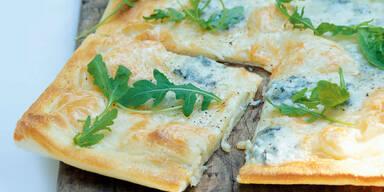 Pizza mit Blauschimmelkaese
