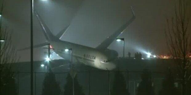 Atlanta: Boeing 737 rutscht von Fahrbahn ab