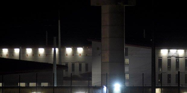 Häftlinge besetzen Gefängnisgebäude