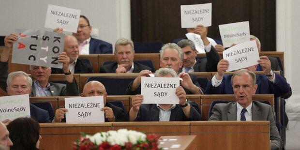 Polens Senat stimmt Umbau des Obersten Gerichts zu
