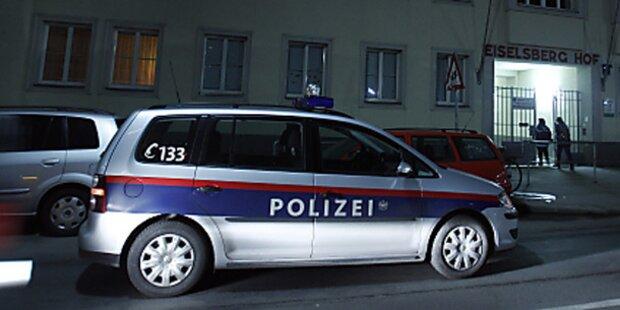 Betrunkene Beifahrerin attackiert Polizei