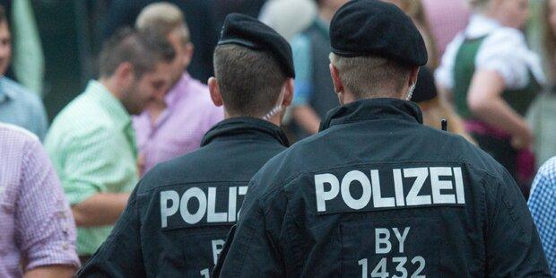 Polizist schießt Bewaffneten in Wache nieder
