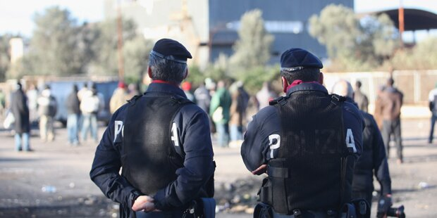 Nach Messerstich: Polizist erschoss Migranten