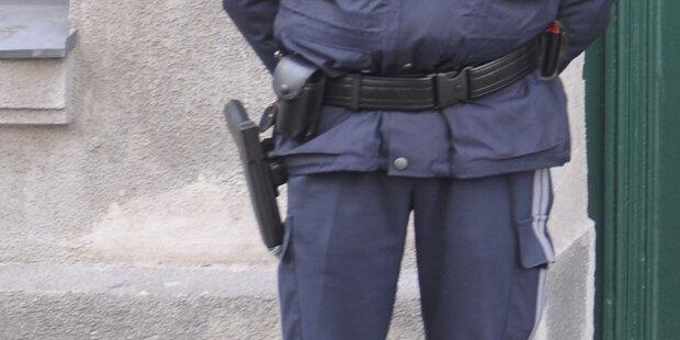 Mann wollte Polizisten Waffe entreißen