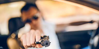 Schüsse auf Frau, zwei Männer unter Verdacht