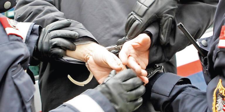 Randalierer zerlegte Polizeiinspektion in Wien