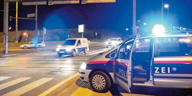 A3: Sperre übersehen und in Polizeiauto gekracht