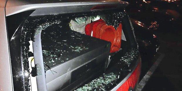 Flüchtling zertrümmert aus Rache Polizeiauto