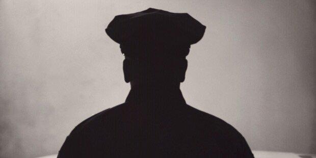 Fake-Polizist bedroht Gläubige in Moschee mit Waffe