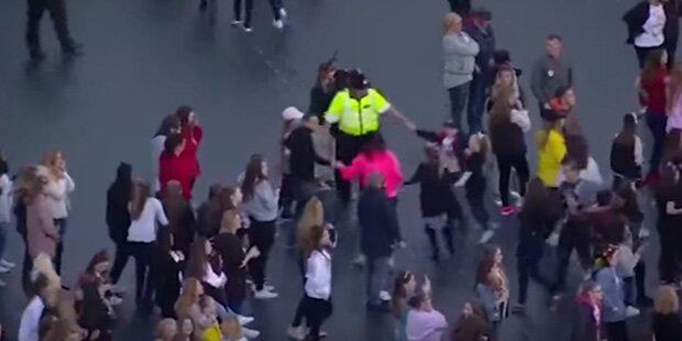 Manchester-Konzert: Tanzender Polizist ist Internet-Hit