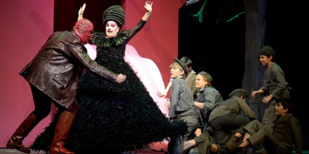 Oper lockt  Kinder zum Menschenfresser