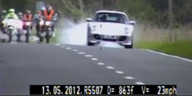 Rowdy überholt Fahrschüler mit 180km/h