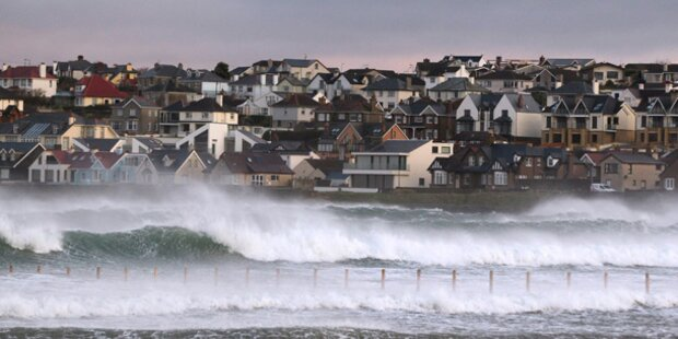 Sturm über England: 100.000 ohne Strom