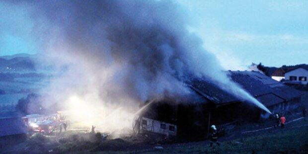 Blitzschlag setzt Gebäude in Brand