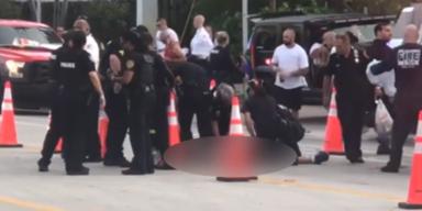 Auto crasht in Pride-Teilnehmer