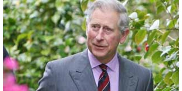 Flirtet Prinz Charles mit seiner Floristin?