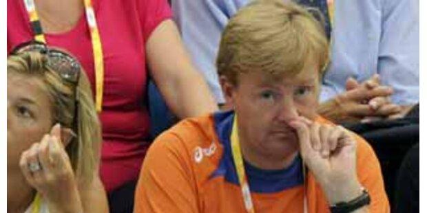 Prinz Willem-Alexander bohrt in der Nase
