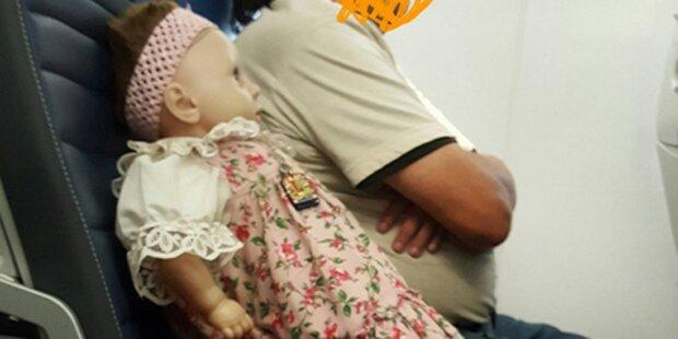 Frau gruselt sich vor Flugzeug-Sitznachbarin