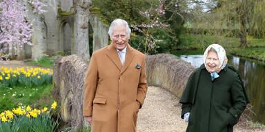 Queen und Prinz Charles trafen sich zum Spaziergang