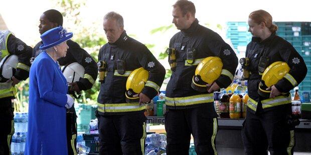 Londoner Hochhausbrand: Queen besucht Ort des Grauens