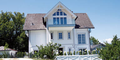 Grasser: Haus am See fertig