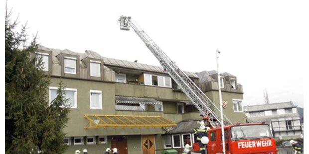 Feuer am Dach des Veldener Postamts