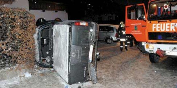 Pkw-Crash: Bursche wurde eingeklemmt