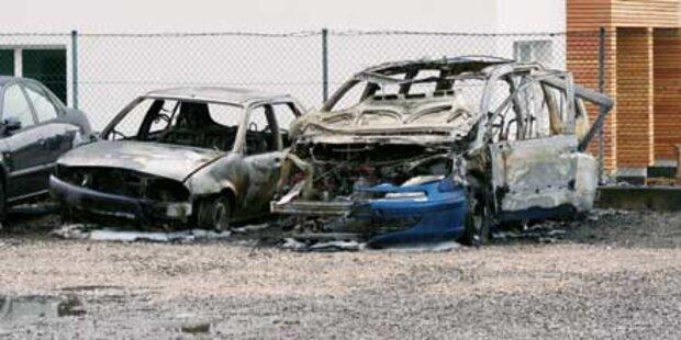 Taxi ging gleich zweimal in Flammen auf