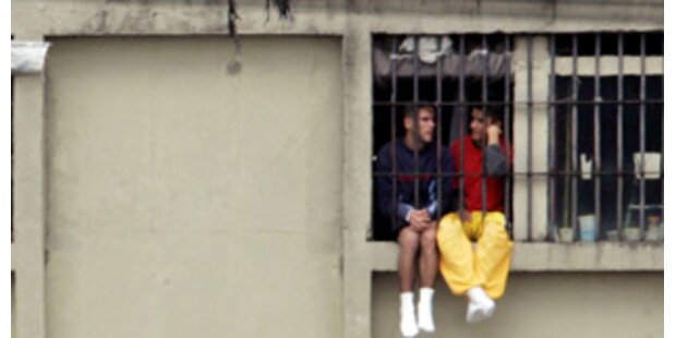 Polizei sperrte Mädchen in Männerzellen