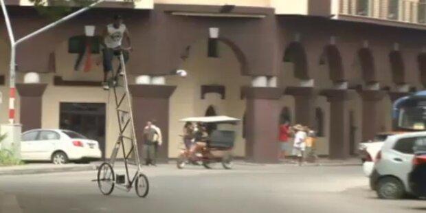Cubaner fährt auf 3,4m hohem Fahrrad
