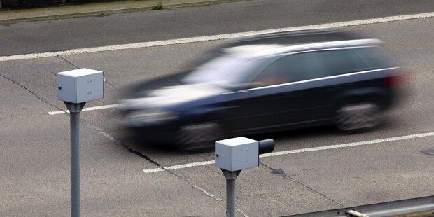 213 km/h: Polizei stoppt irren Raser