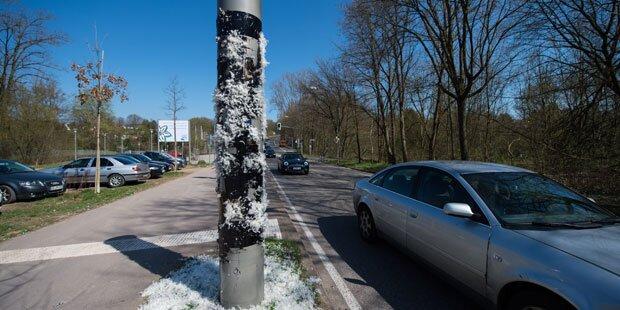 Wut-Autofahrer teert und federt Radar-Falle