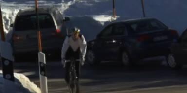 Frühling: Radfahrer auf den Skipisten
