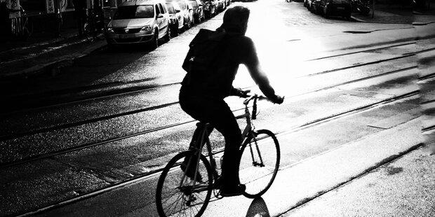 15-Jähriger spannt Schnur über Radweg: E-Biker verletzt
