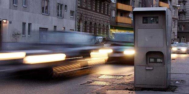 Autolenker raste bei Polizeikontrolle davon