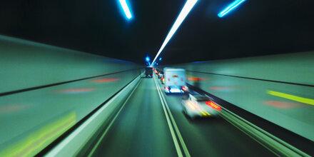 Verfolgungsjagd: Probeführerschein-Besitzer crasht bei 120 km/h