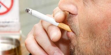Mann sticht Nichtraucher brutal nieder