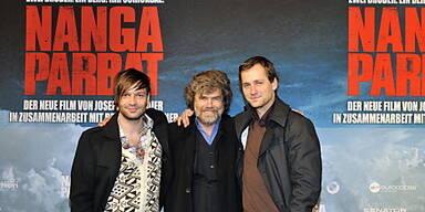 Reinhold Messner mit Schauspielern des Films