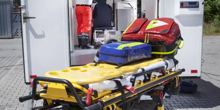 Geisterfahrerin bei Crash mit Bus lebensgefährlich verletzt