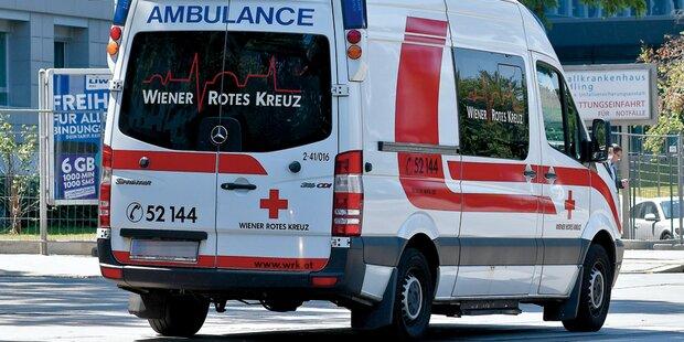 Versehentlich Retourgang eingelegt: Drei Verletzte bei Unfall